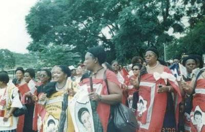 Kvinder i Emaheya på 8. marts 2000